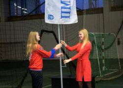 Елена Михайличенко и Софья Чичайкина на поднятии флага